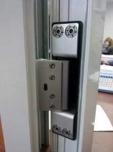 Петли для алюминиевых дверей